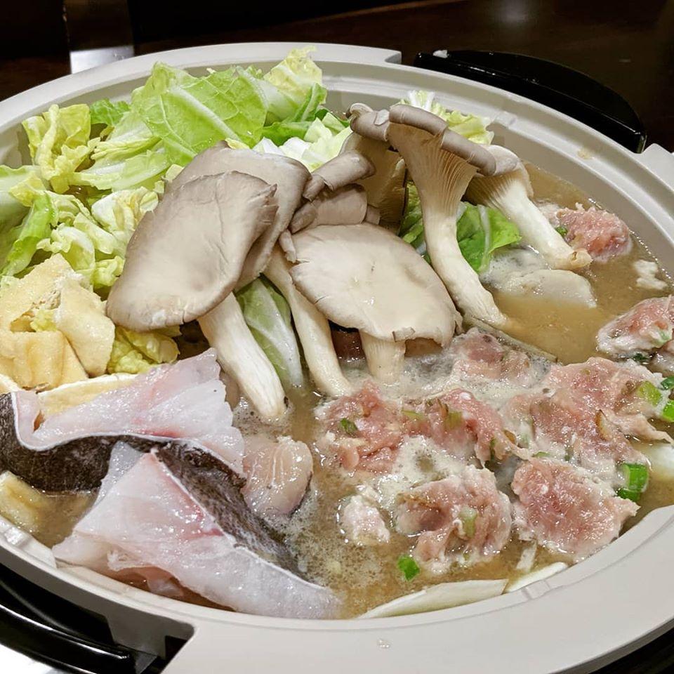 味噌仕立て つくね入りの根菜鍋