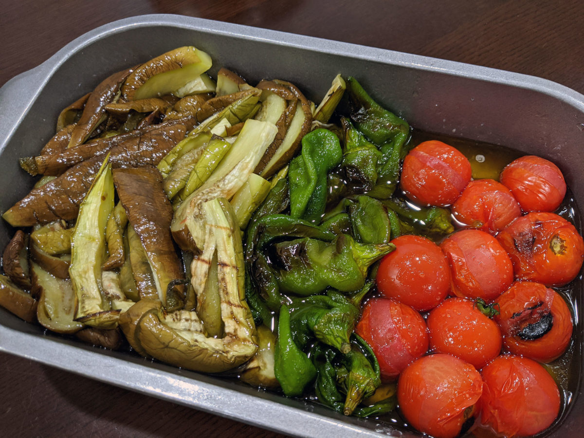 焼き野菜のマリネ、蒸しえび、白玉団子、肉玉辛ラーメン